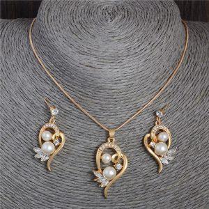 Perlų papuošalų rinkinys