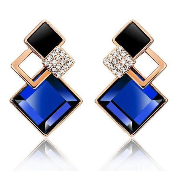 Įdomaus dizaino moteriški auskarai