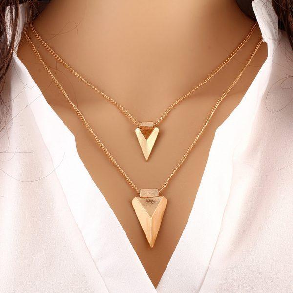 Dvisluoksnis trikampio formos kaklo papuošalas
