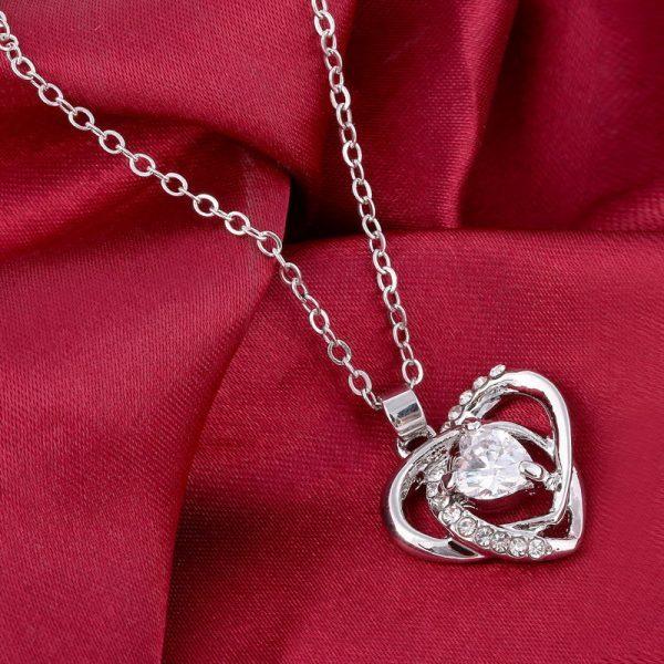 """Kaklo papuošalas """"Kristalinė širdis"""""""