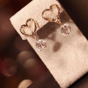 Prašmatnūs ir stilingi širdies formos auskarai su cirkoniu