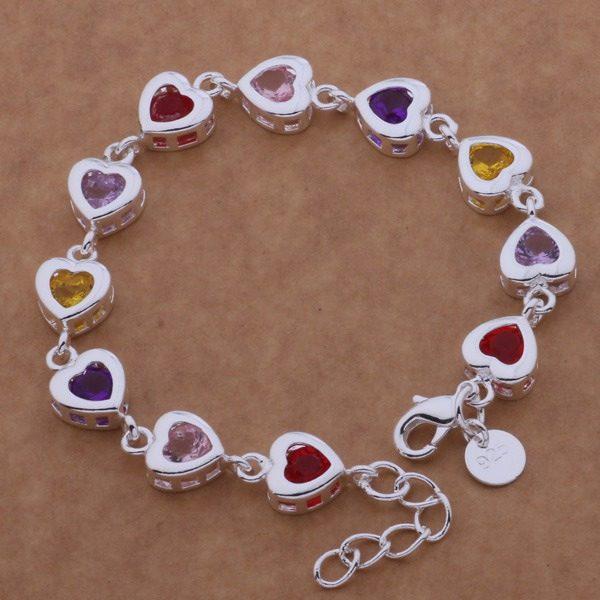 Širdelėmis dekoruota moteriška apyrankė