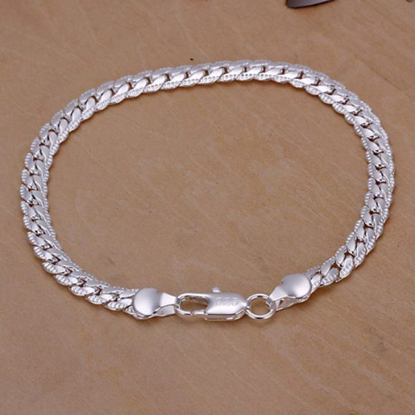 Minimalistinio stiliaus sidabrinė apyrankė