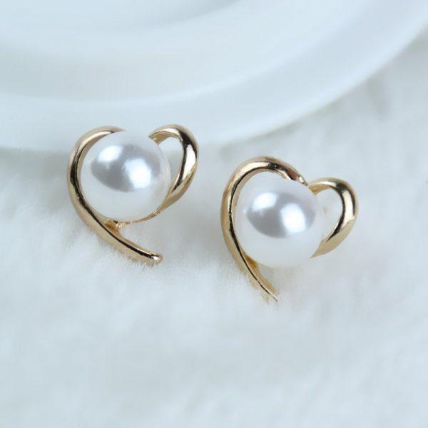 Širdelės formos auskarai su perlo imitacija