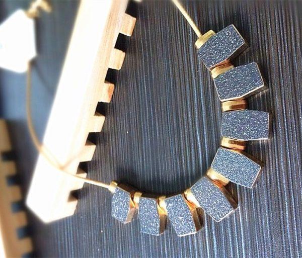 Vintažinio stiliaus kaklo papuošalas
