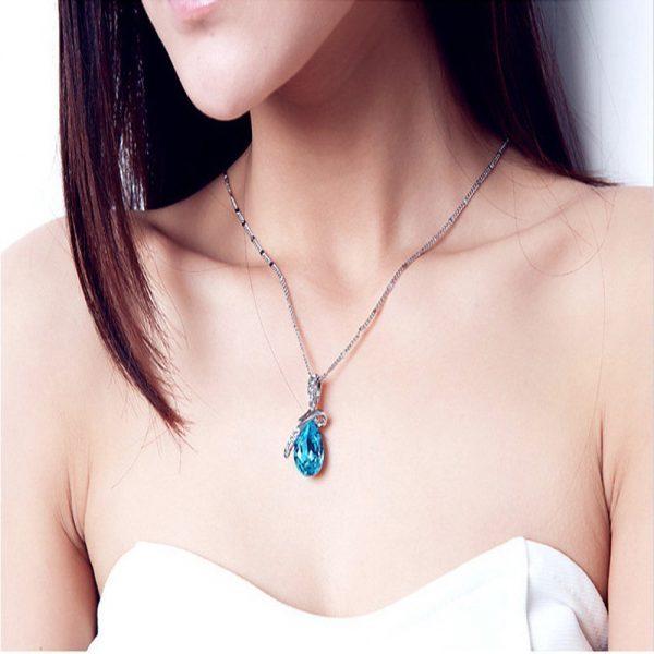 Spindintis kaklo papuošalas su austrišku kristalu