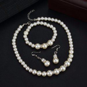 Perlų imitacijos papuošalų rinkinys