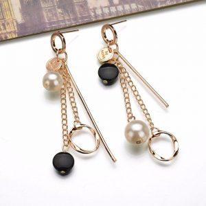Asimetriški, perlų imitacijos auskarai