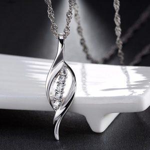 Lapo formos kaklo papuošalas pakabutis su austrišku kristalu