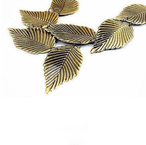 Elegantiškas lapelių formos kolje