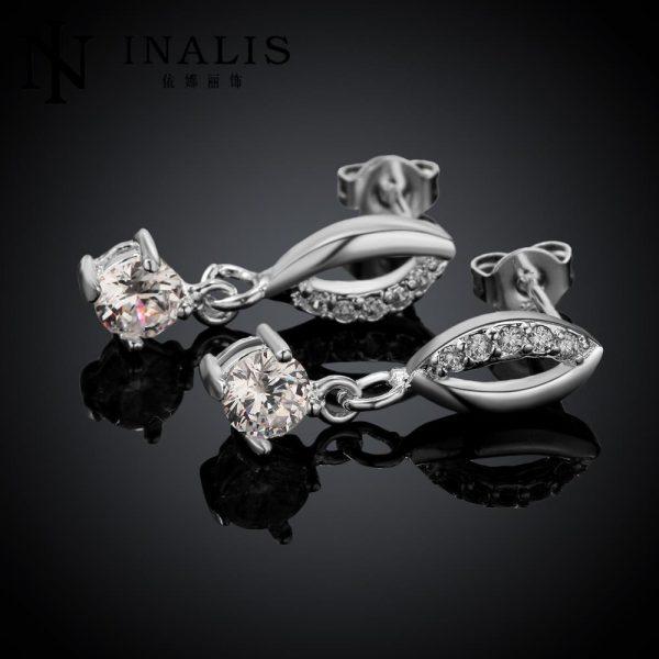 Sidabriniai auskarai, puošti kristalais