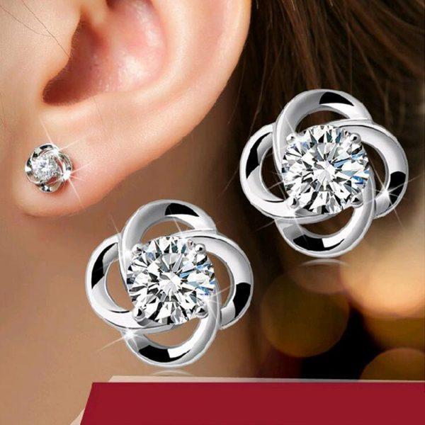 Aukštos kokybės moteriški auskarai