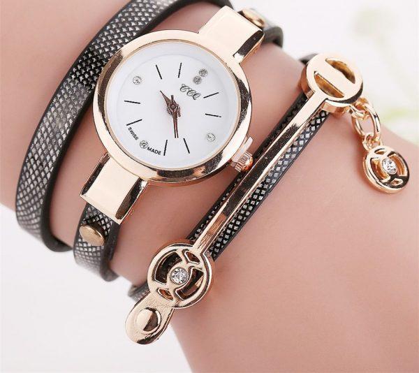Prabangus laikrodis su aukso detalėmis