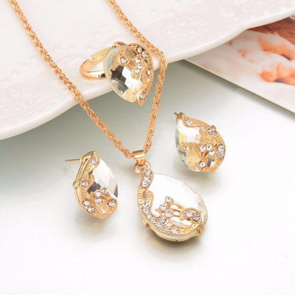 Prašmatnus papuošalų rinkinys su kristalais