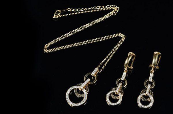 Aukso spalvos papuošalų rinkinys su cirkoniu