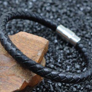 Aukštos kokybės juoda apyrankė su magnetiniu užsegimu