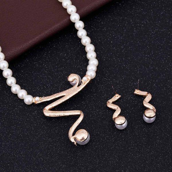 Elegancija dvelkiantis perlų imitacijos papuošalų rinkinys