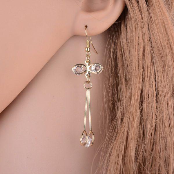 Įmantraus dizaino auskarai su kristalais