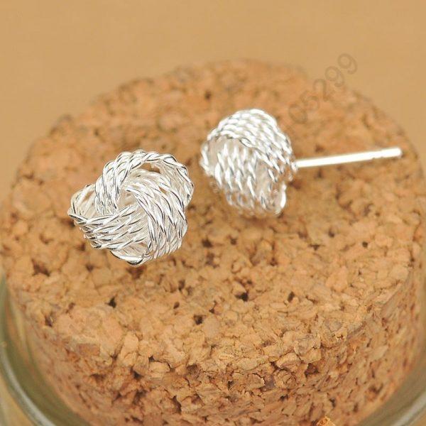 Išraiškingos formos sidabriniai auskarai